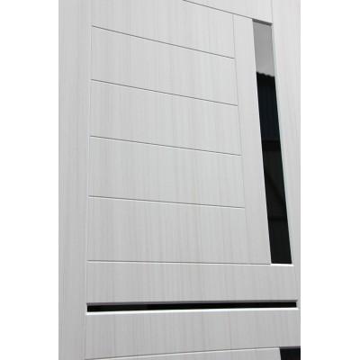 Дверь Лабиринт Classic 02 (Шагрень черная / Сандал белый)